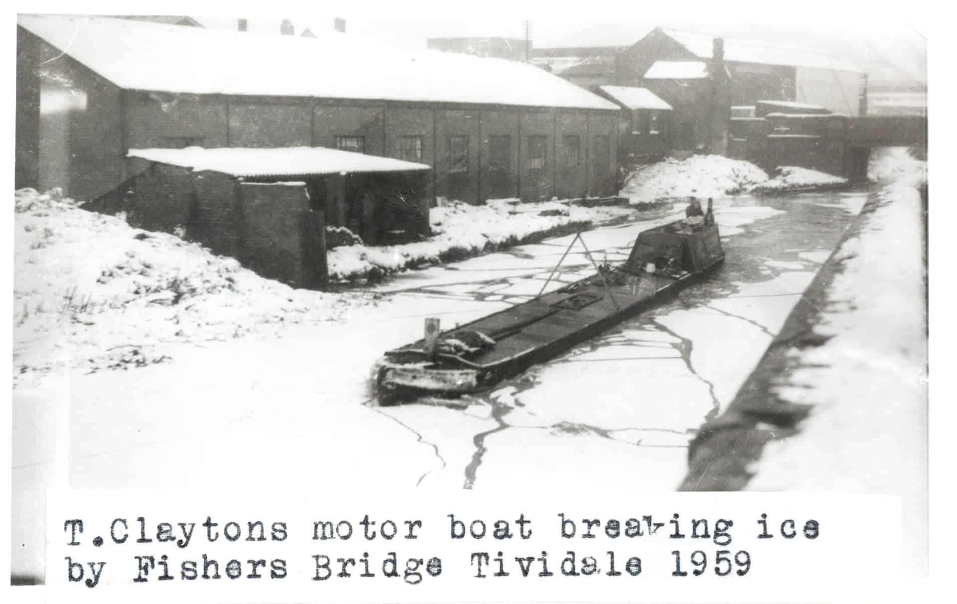 Claytons motor boat breaking ice by Fishers Bridge Tividale 1559