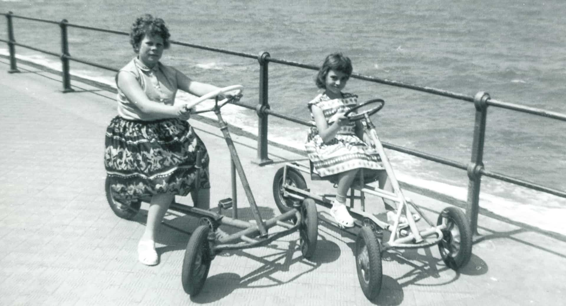 Jackie (right) and her sister Linda in Ostend in 1960.