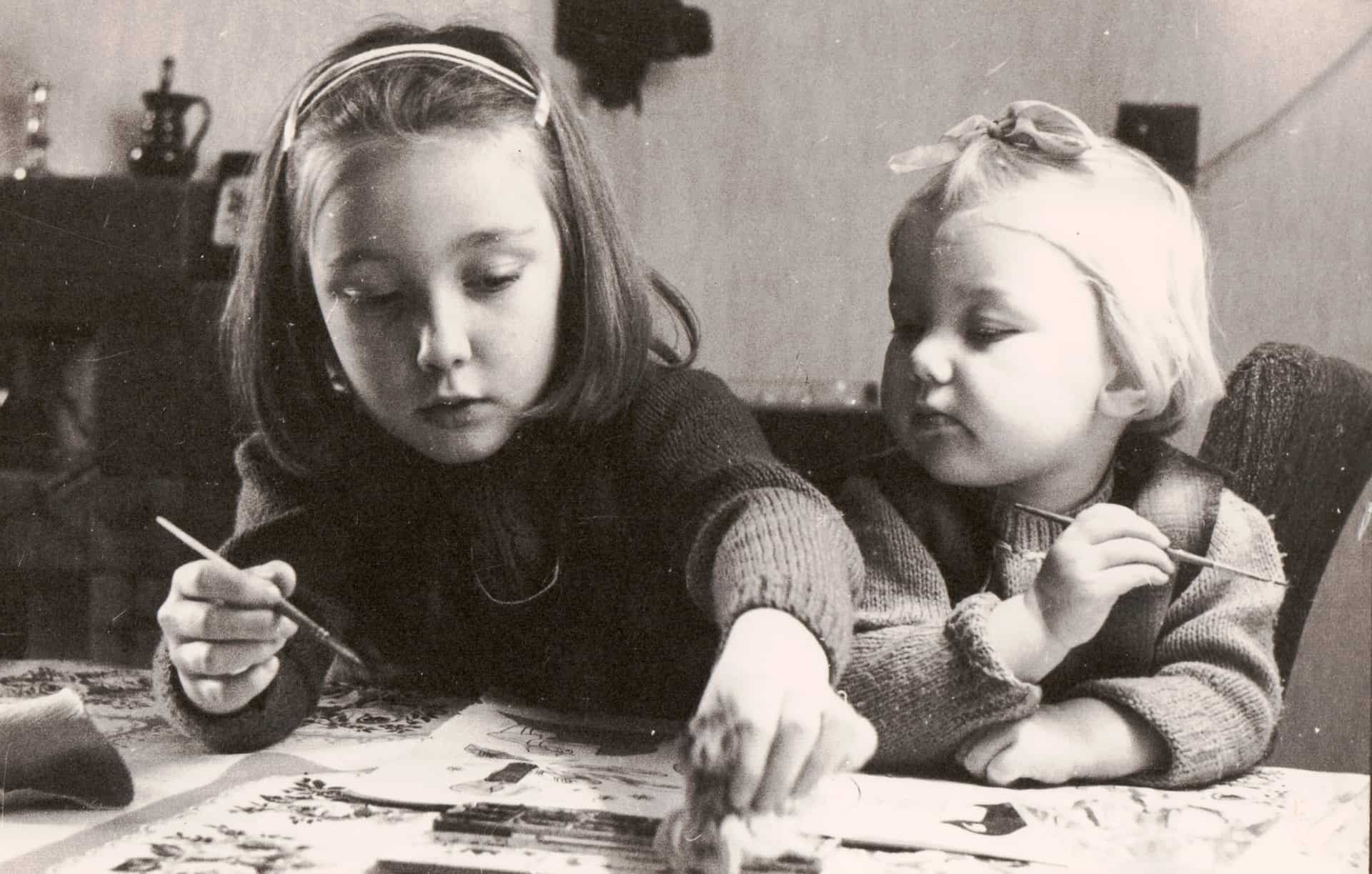'Lesson in Art' Anne with her sister Wendy, Smethwick 1969