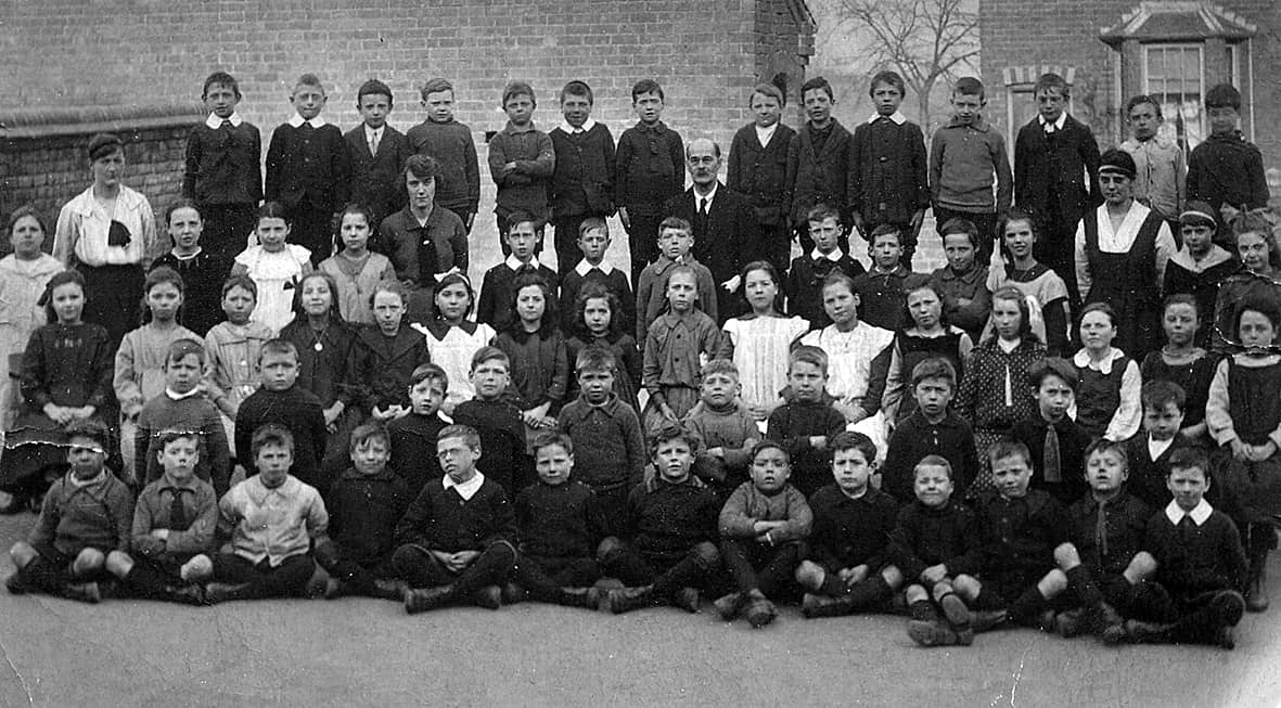 Hill Top Road School c.1918, Photo used courtesy of Terry Beck