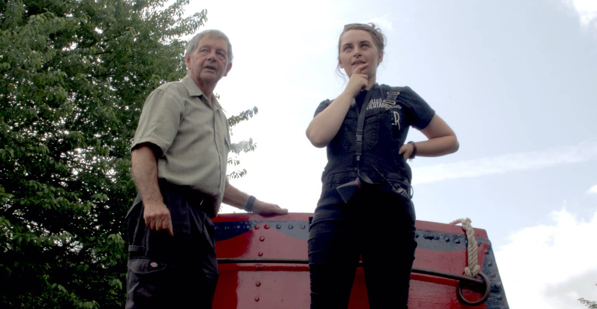 Lauren with Gyln who owns the narrowboat.